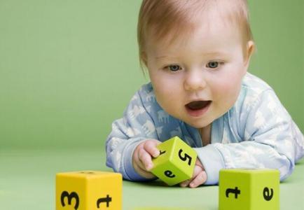 研究表明:智力开发从婴儿期开始 进行科学的早期智力开发