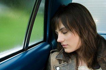 在车上睡觉不补眠不利健康